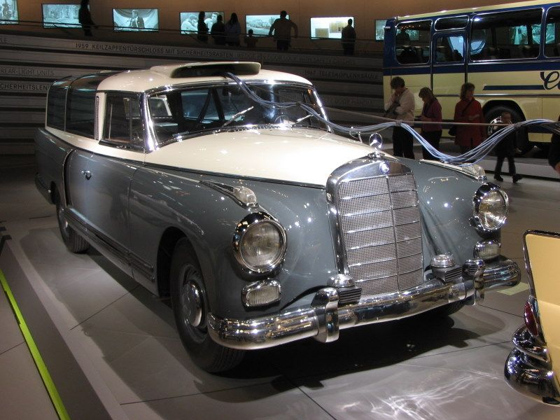 Mercedes-Benz 300 Messwagen